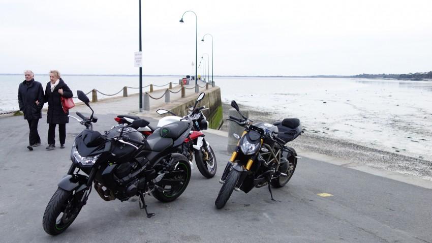 Moto et motard au port de Cancale