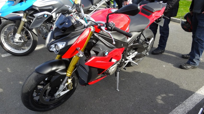 moto roadster bmw s1000r est en concession. Black Bedroom Furniture Sets. Home Design Ideas