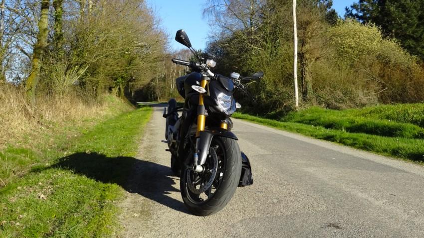 belle photo de moto noire