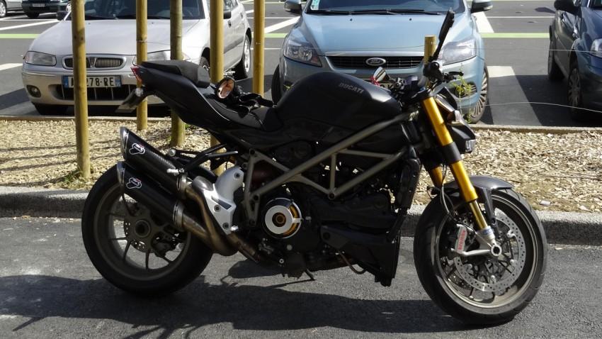 Ducati SF 1098 S noire mat