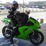 Tony et son chien à moto (sportive)