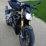 superbe moto italienne noir