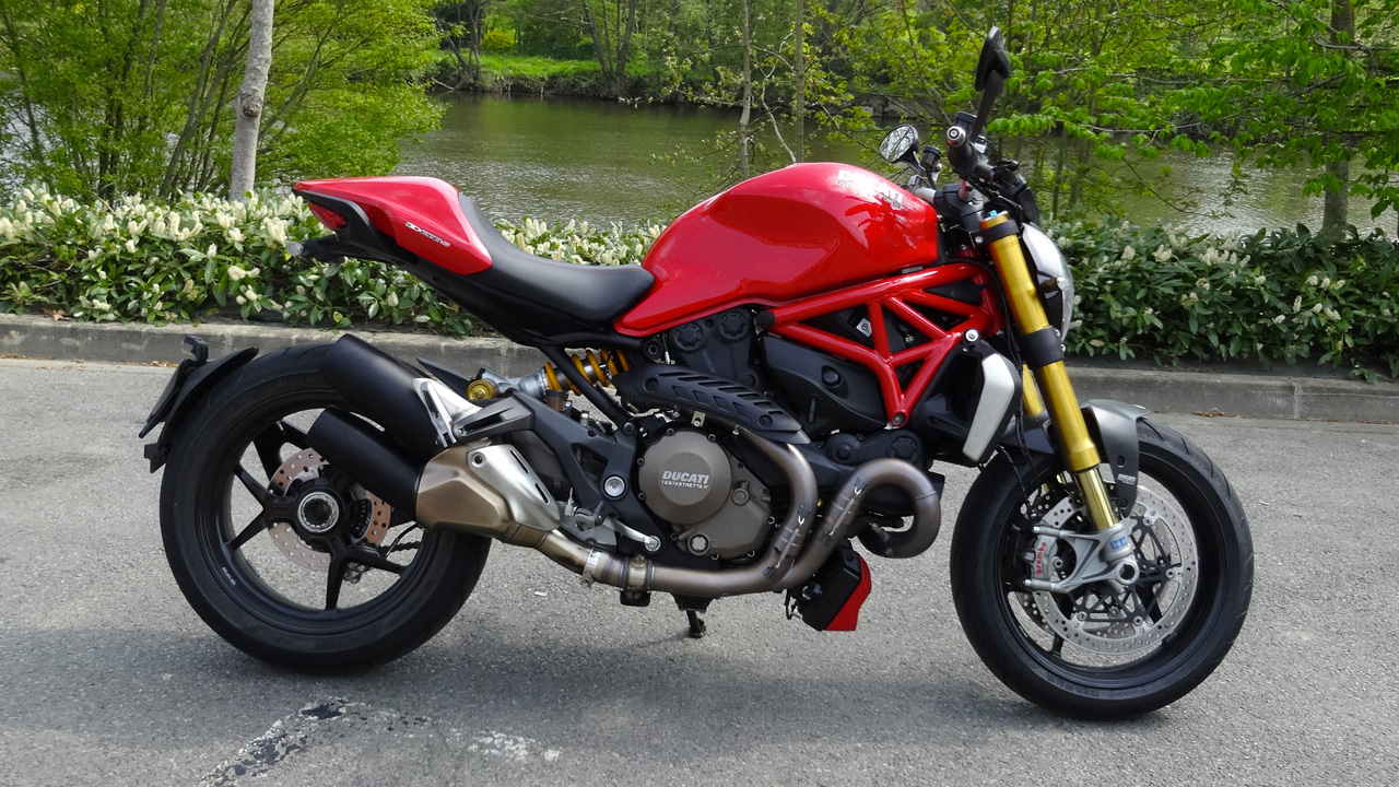 Ducati Monster 1200 S 2014 rouge chez City Bike à Laval