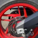 jante rouge sur une Ducati