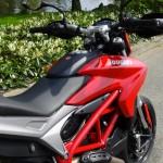 Moto Hypermotard Ducati