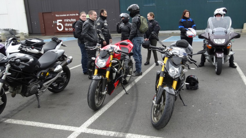 sortie moto en Ducati à Rennes