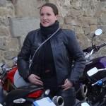Lucie, motarde de laval en Ducati Monster 696