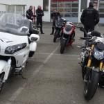 choisir entre un roadster ou une routière