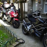 parking moto improvisé à Saint-Malo intra muros pour moto