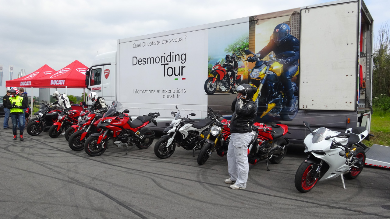 moto ducati à l'essai ouvert au public