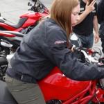 Laura sur une Ducati à Laval