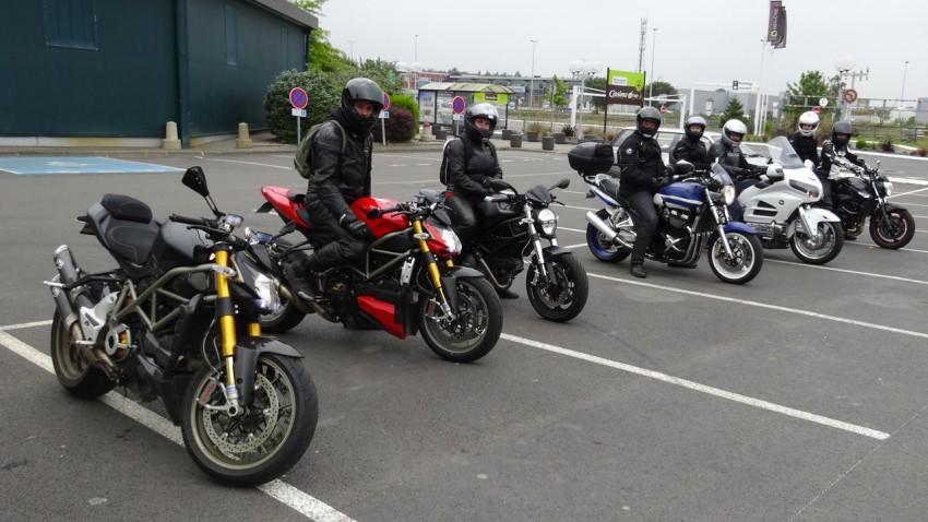 départ balade moto à Rennes