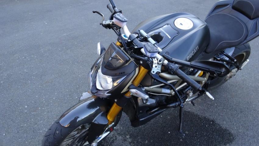 Lustrer sa moto facilement : Jazt.com