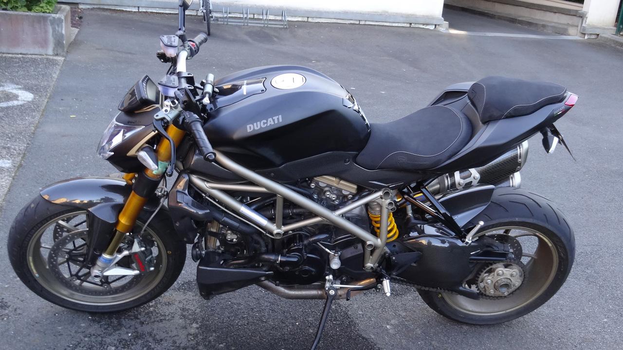 Moto Streetfighter 1098 S à Rennes en noir mat