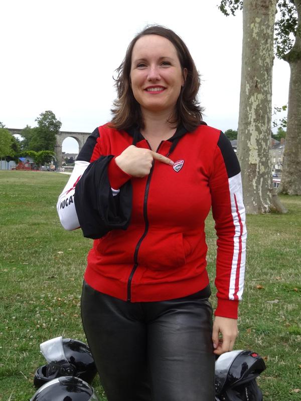 Lucie flambe en Ducati (Laval)