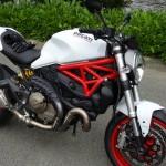 essai moto Ducati 821 blanche