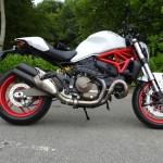 Moto Ducati Monster 821 à Laval