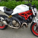 Ducati Monster 821 blanche jante rouge