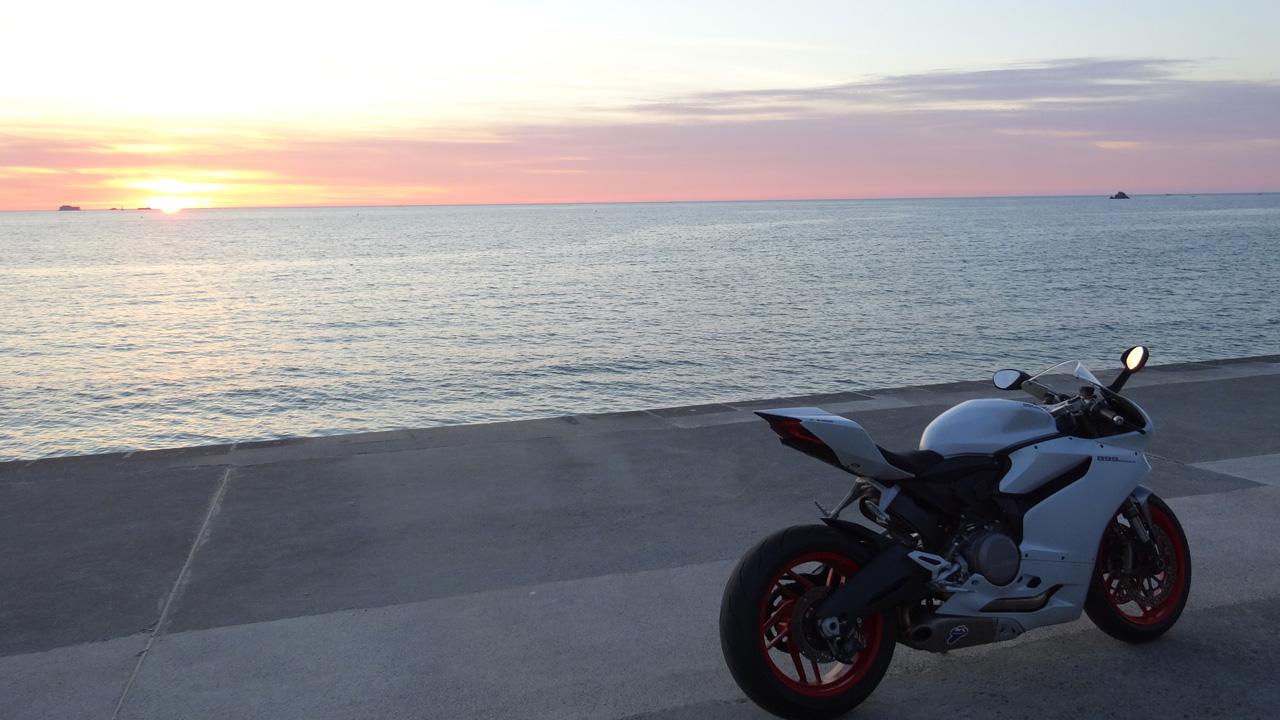 moto Ducati en Bretagne à Saint-Malo