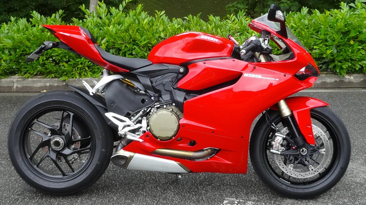 Ducati rouge de course