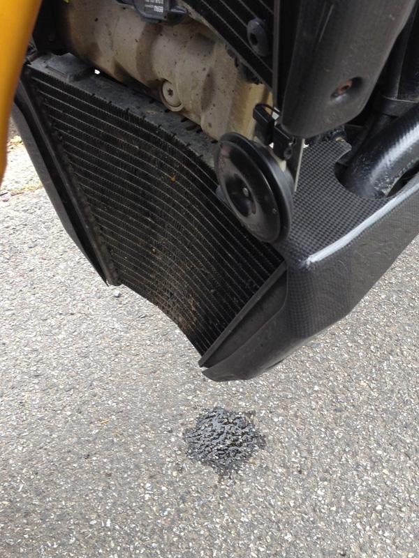 radiateur bas touché sur la Ducati