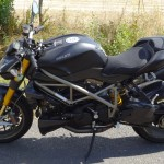 moto sportive roadster Italien Ducati Performance à Laval