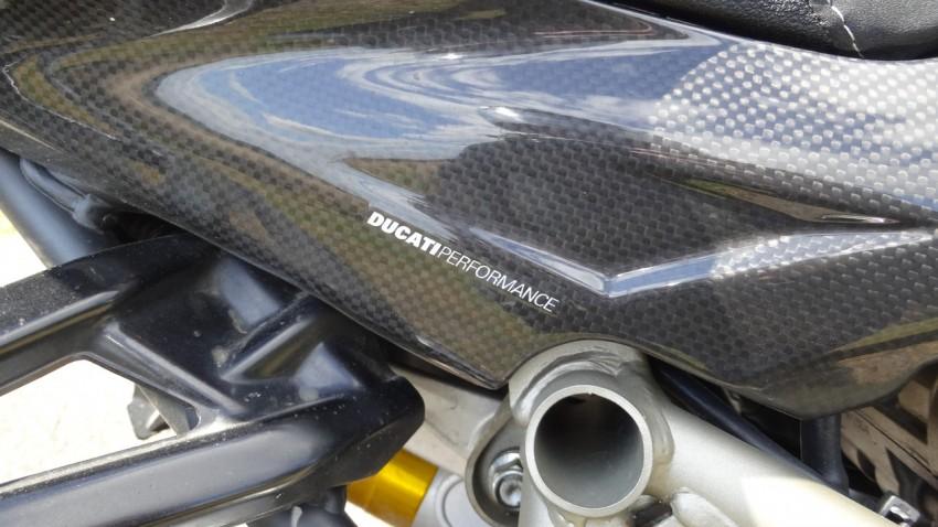 courrone de réservoir ducati performance en carbone