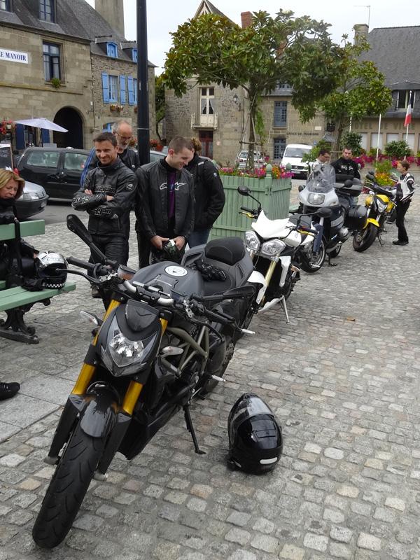 balade moto dans les virolos Bretons
