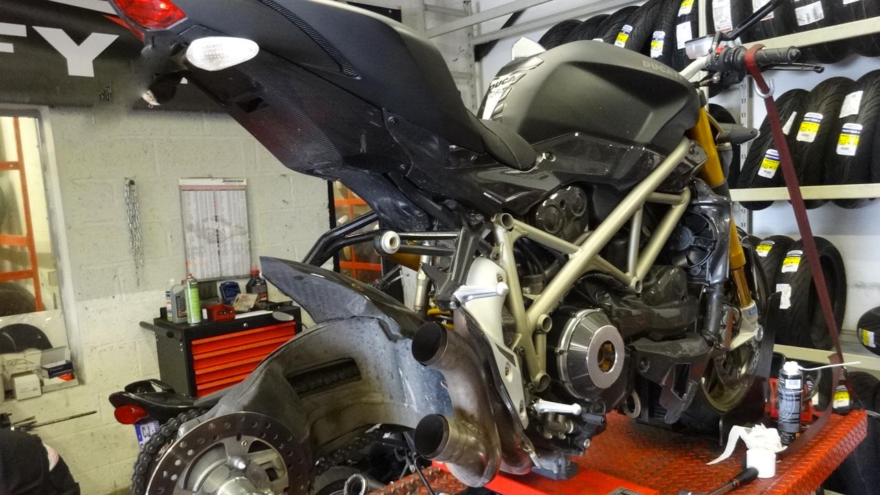 dafy moto rennes le sp cialiste du montage pneu moto. Black Bedroom Furniture Sets. Home Design Ideas