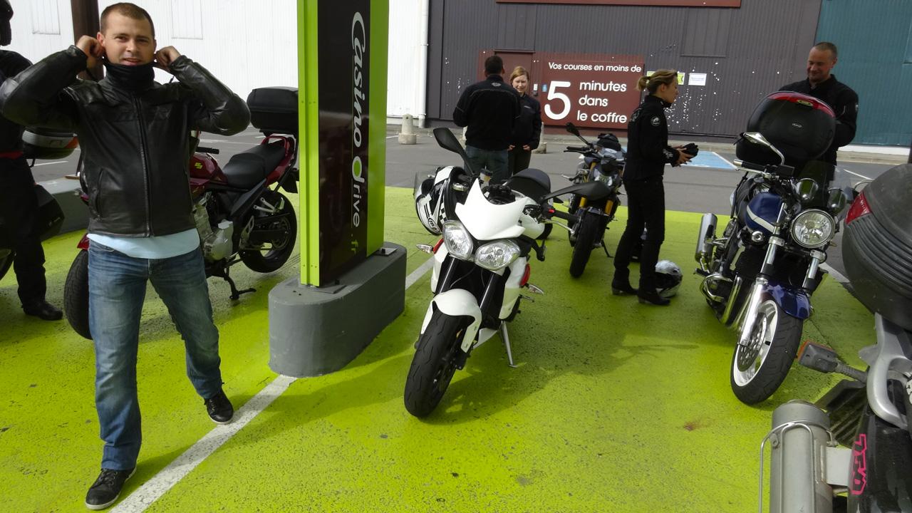 le groupe se prépare à prendre la route à Rennes