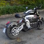 le silence d'usage d'une moto électrique