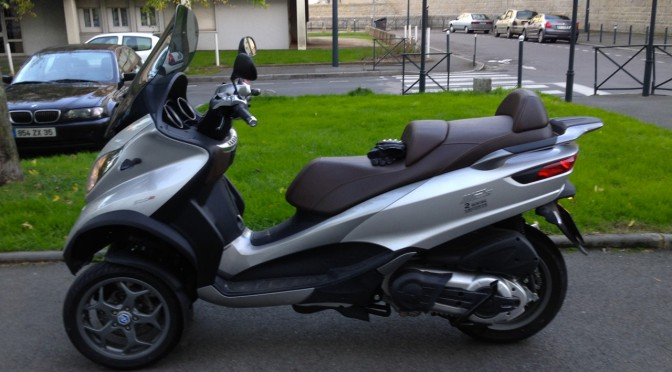 scooter piaggio mp3 500 gris