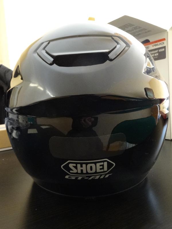 bande réfléchissante noire sur le Gt Air Shoei, casque moto intégral