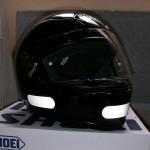 casque moto shoei noir avec bande réfléchissante