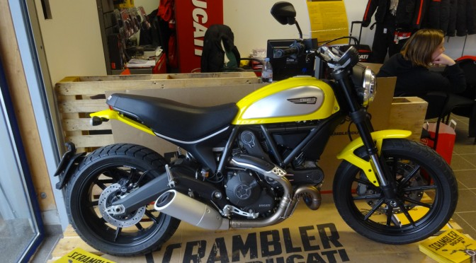 moto Scrambler Ducati Jaune près de Rennes