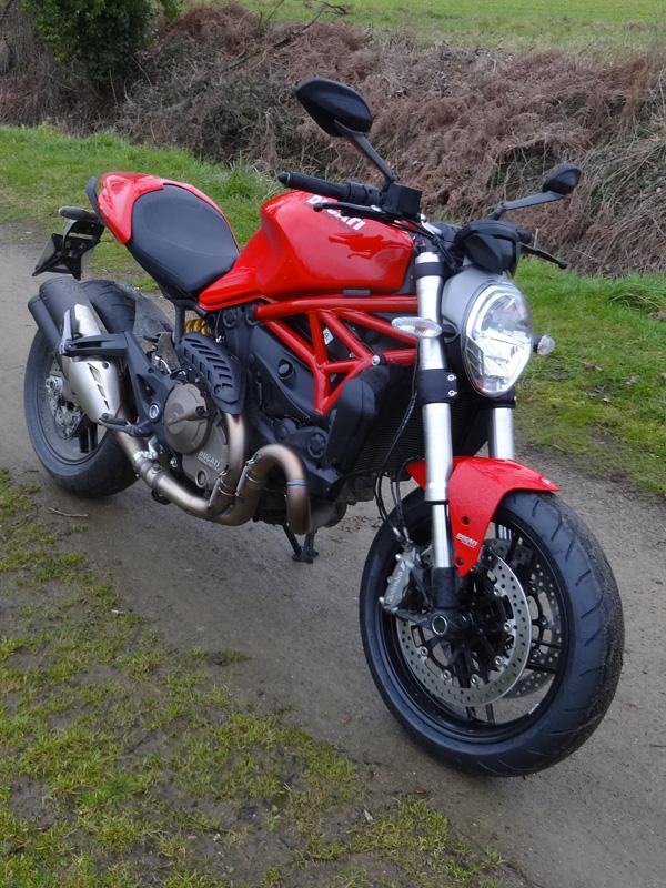 moto rouge italienne