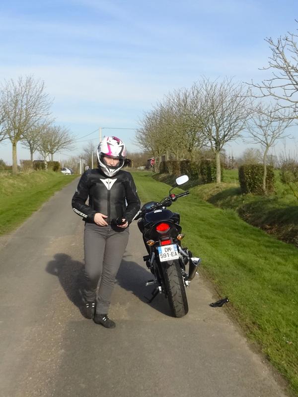 laura sur sa moto à Rennes