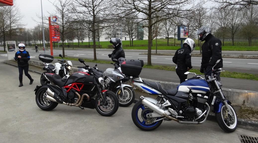 petit groupe de motard pour une rando moto