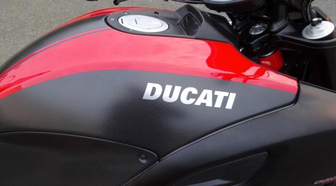 réservoir Carbon sur le Ducati Diavel Carbon