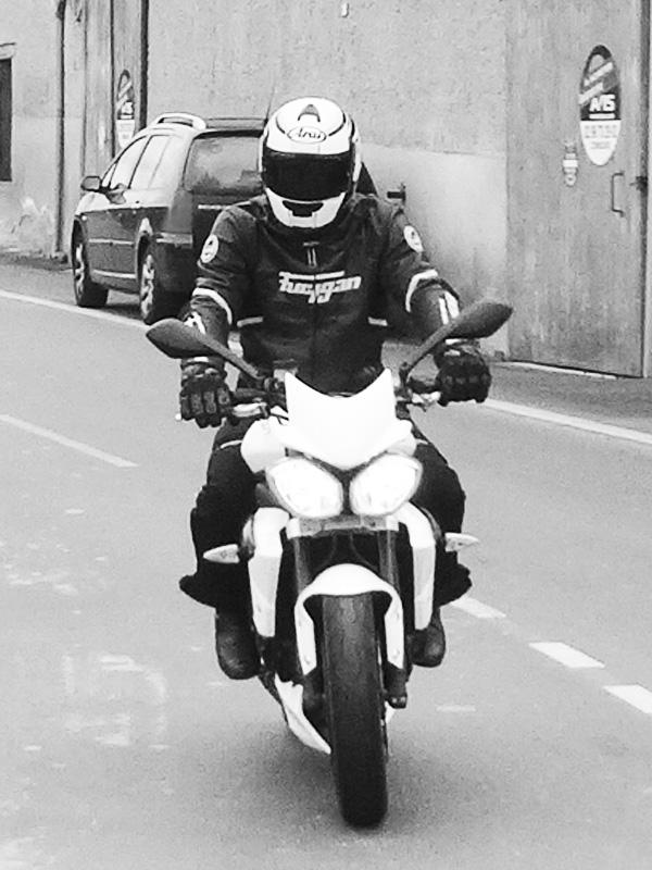 Jean-Claude, motard Rennais en Triumph