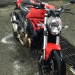 rouler à moto sous la pluie