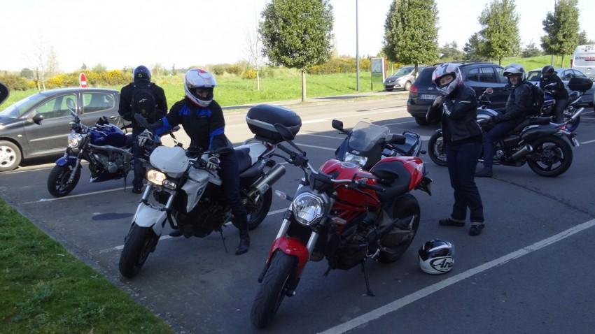 départ balade moto à Bruz