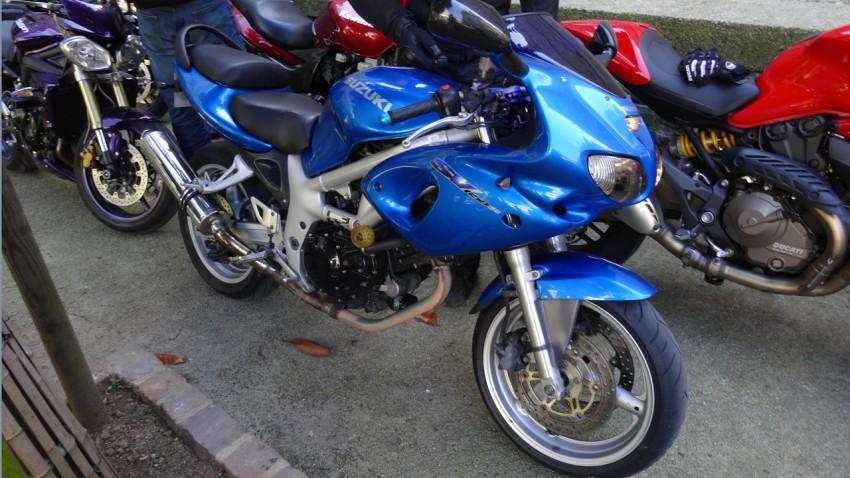 moto bleue