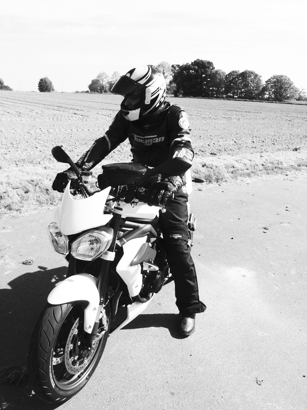 moto Street Triple Triumph Rennes