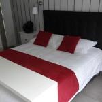 lit de 160 dans la suite Jazt à Landevennec
