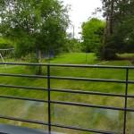 vue depuis le balcon de la chambre d'hôtes : vue sur le jardin