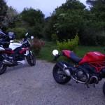 moto dorment dehors à Landevennec