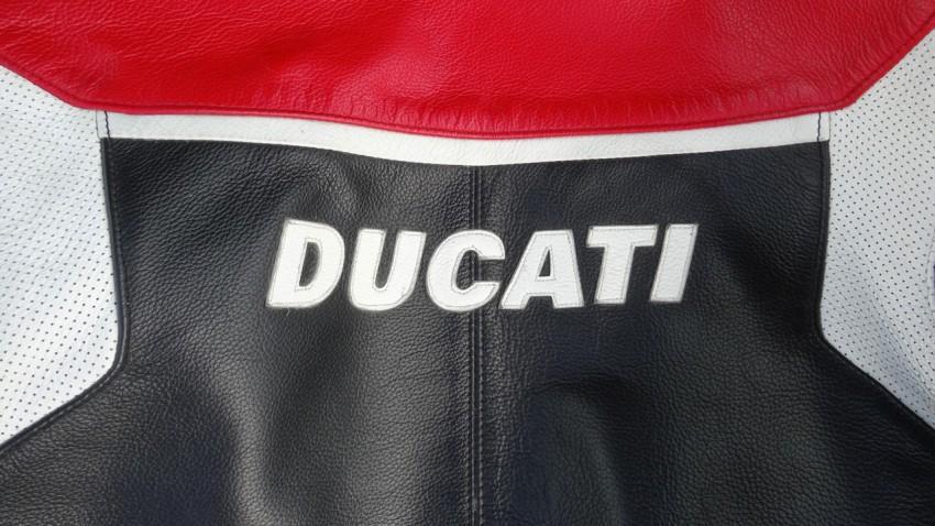 cuir ducati Dainese et sa fermeture éclaire cassée