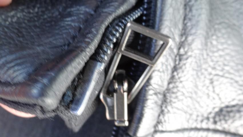 Comment r parer une fermeture clair sur un cuir de moto - Comment reparer fermeture eclair ...