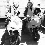 Laura sur le 899, moto sportive Italienne
